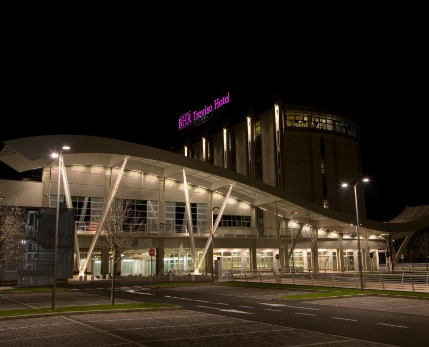Esterno e parcheggio BEST WESTERN PREMIER BHR Treviso Hotel